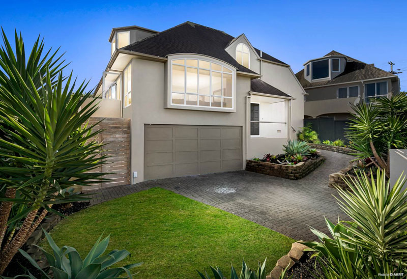 2/52 BAY ROAD, ST HELIERS, AUCKLAND - marketed by Kelly Midwood