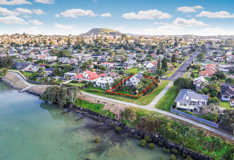206 RIVERSIDE AVENUE, POINT ENGLAND, AUCKLAND - marketed by Kelly Midwood